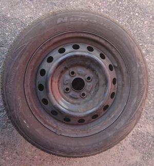Käytetyt, alkuperäiset Toyotan peltivanteet 15″ ja Nexen -kesärenkaat